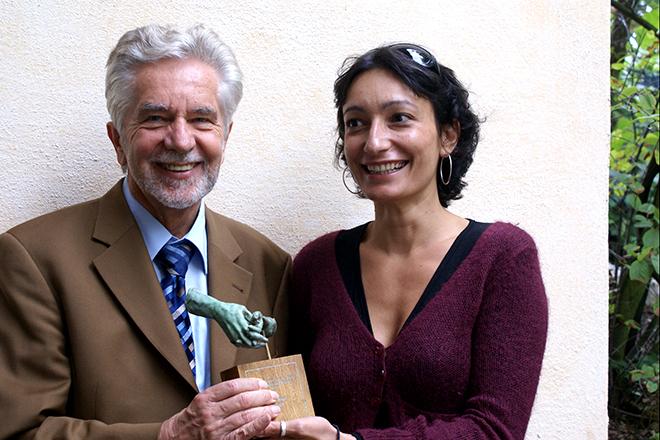 Preisträgerin Marianna Tzeferakou mit dem Vorsitzenden der Stiftung, Dr. Jürgen Micksch