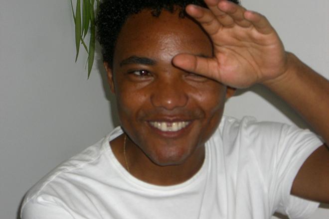 2009 wurde der Flüchtlingsaktivist Felleke Bahiru Kum mit der PRO ASYL-Hand ausgezeichnet.