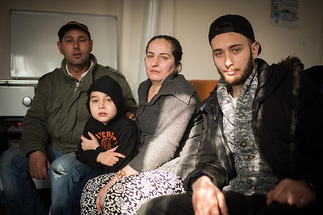 Bilder der Familie R. in ihrer Wohnung. Trotz gravierender gesundheitlicher Probleme der Mutter wurde die Familie mit drei minderjährigen Kindern nach Bosnien abgeschoben.