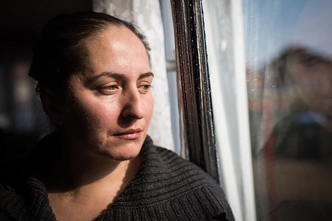 Foto von Nazifa in ihrer Wohnung in Bijeljina/Bosnien.