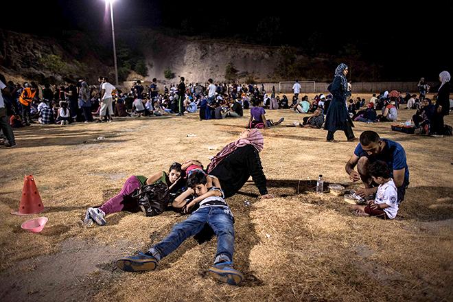Griechenland: Flüchtlinge warten auf ihre Registrierung. Foto: Salinia Stroux
