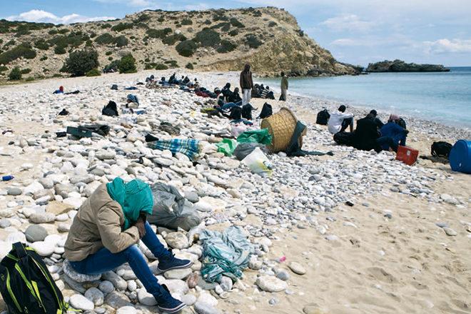 Am 9. April 2015 stranden 157 Flüchtlinge aus Syrien, Somalia, Sudan, Eritrea und Irak auf der winzigen Insel Gavdos. Sie kamen aus Libyen und hatten ein tagelanges Martyrium hinter sich. An Bord waren auch 40 allein fliehende Kinder. Foto (c) Vassilis Mathioudakis