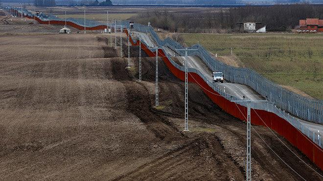 Bild: Ungarischer Grenzzaun an der Grenze zu Serbien