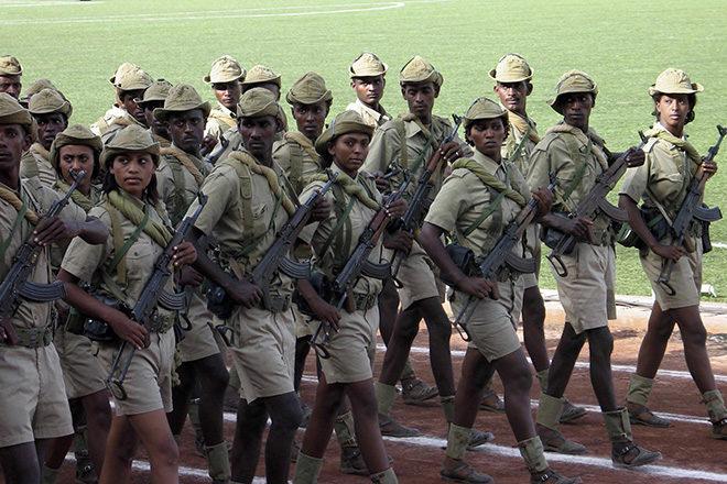 Militärparade in Eritreas Hauptstadt Asmara: Männer und Frauen sind in Eritrea zu einem oft jahrelangen udn unmenschlichen Militärdienst zwangsverpflichtet.