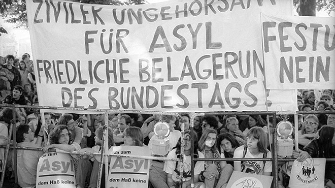 Demo gegen den Bonner Asylkompromiss 1993