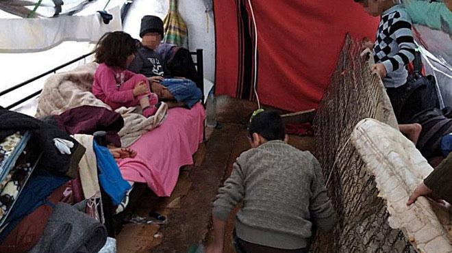 Flüchtlingskinder in einem Zelt im Lager Malakasa, Griechenland