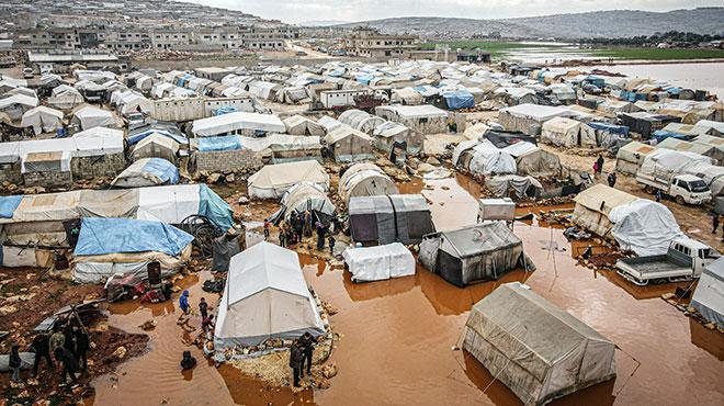 Überschwemmte Flüchtlingszelte in Idlib, Syrien