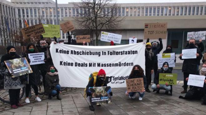 Demonstration zu Syrien-Abschiebungen vor der Innenministerkonferenz in Weimar